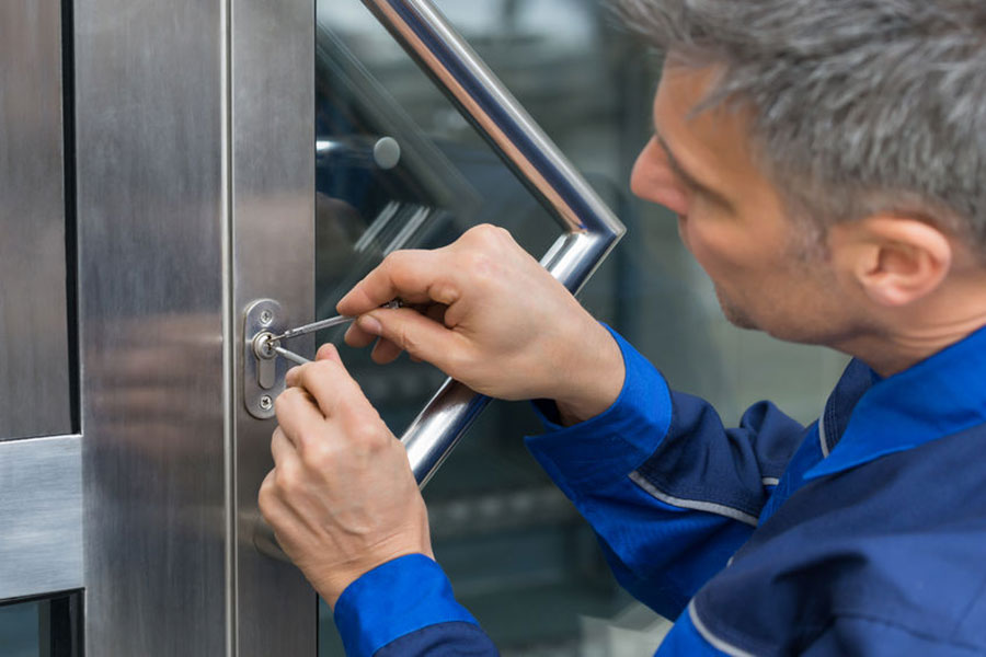 How A Commercial Locksmith Takes Care Of Your Business