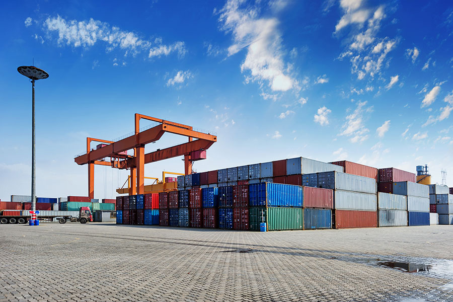How Shipping Containers Help with Storage and Transporting Property