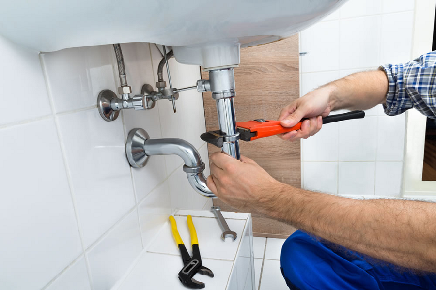How to hire a professional plumber?