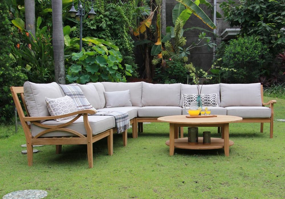 Helpful Tips When Choosing Outdoor Furniture
